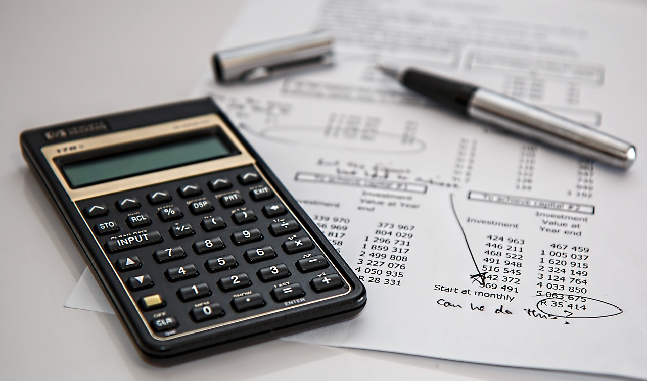 budget-tools-calculator-and-paperwork